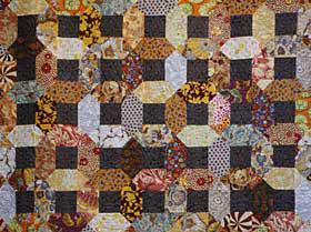 2009 Art in the Redwoods Raffle Quilt: Chains of Gold